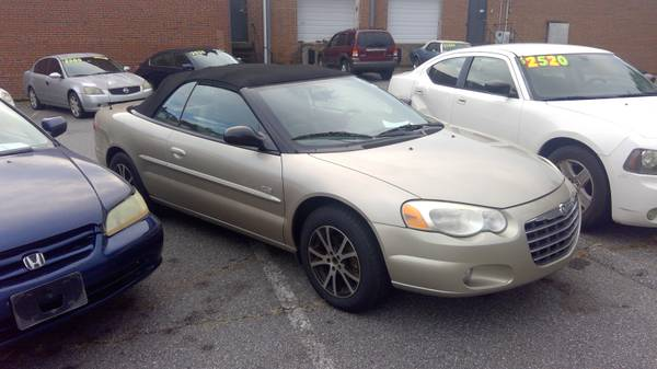 Photo 2005 Chrysler sebring convertible -Gold $3500 - $3,500 (hickory)