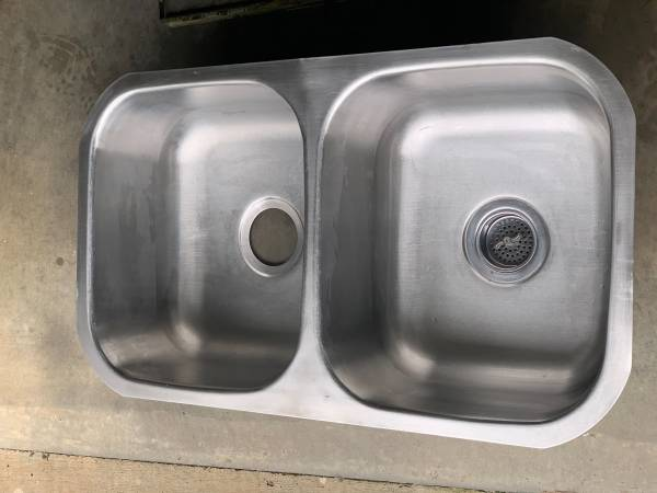 Photo 5050 Stainless Steel Undermount Sink For Sale - $35 (Hickory, NC)