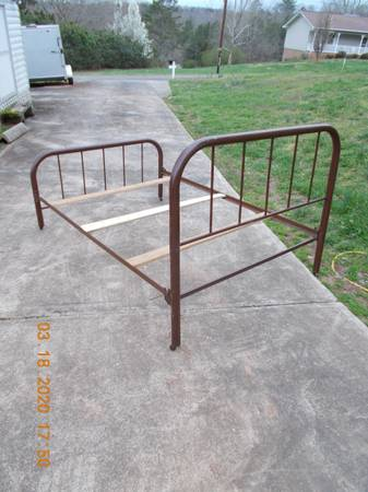 Photo Antique Iron Bed - $100 (Morganton, NC)
