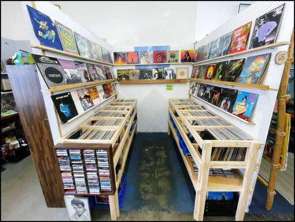 Photo BEATLES King Crimson LED ZEP Doors VINYL RECORDS  Taylorsville 4-22