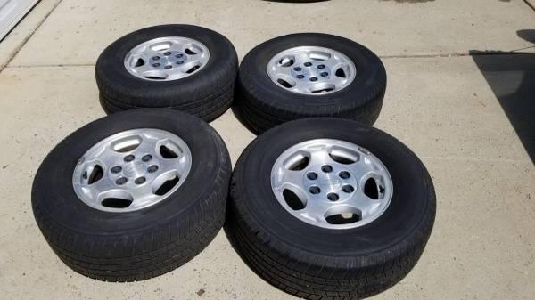 Photo Chevy Silverado 1500 Rims, 6 Lug Aluminum Wheels wMichelin Tires - $450 (Mooresville)