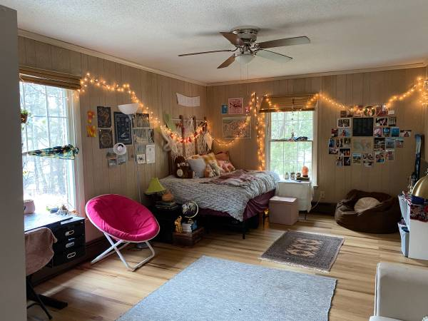 Photo Large Master Bedroom with private bath, available now (Bamboo Road Area, Boone, NC 28607)