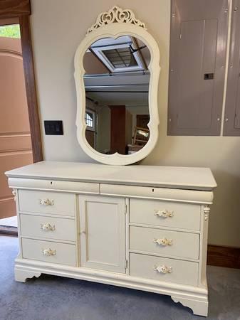 Photo Lexington quotBetsy Cameronquot Children39s Antique White Dresser  Mirror - $485 (The Coves-CollettsvilleLenoir)