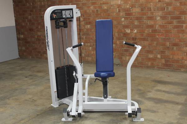 Photo Life Fitness Chest Press - Used - $880 (Hickory)