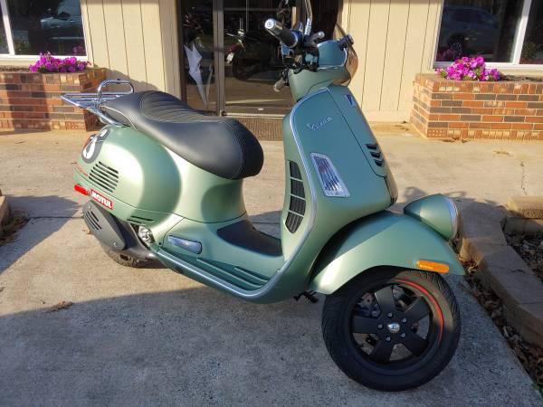 Photo Like new Vespa GTS 300 Sei Giorni - $6,498 (Sherrills Ford)