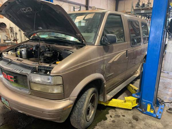 Photo PARTING OUT 1995 GMC SAFARI ASTRO 4.3 GOOD ENGINE TRANSMISSION RWD - $1 (FOREST CITY NC)