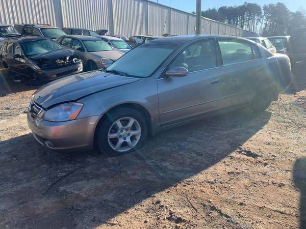 Photo PARTING OUT 2002 NISSAN ALTIMA 2.5 4 CYLINDER GOOD ENGINE CALL US (FOREST CITY NC)