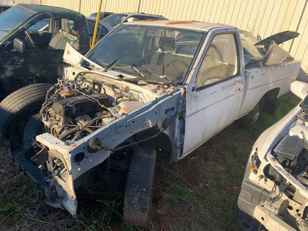Photo PARTING OUT 90 NISSAN PICKUP HARDBODY 2.4 MANUL 4X2 GOOD TRANSMISSION (FOREST CITY NC)