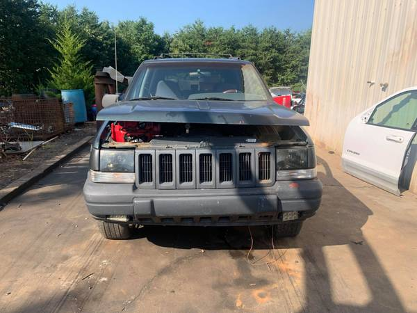 Photo PARTING OUT 98 GRAND CHEROKEE 5.2 AUTO 4X2 GOOD ENGINE CALL US (FOREST CITY NC)