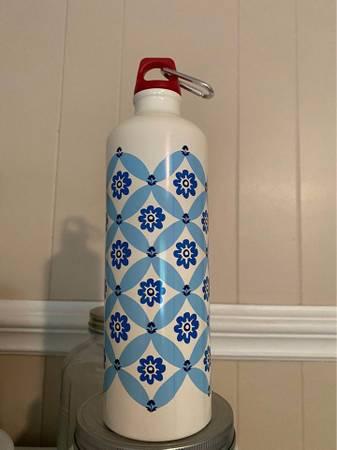 Photo Pioneer Woman Water Bottle - $10 (Lenoir)