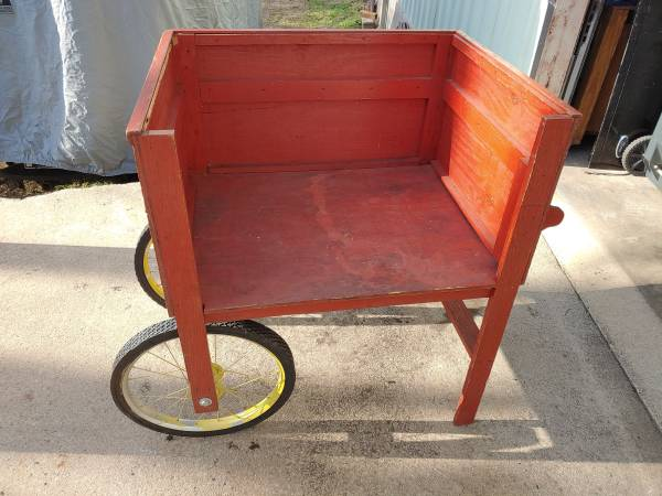 Photo Red Rolling Wooden Wagon Vending Merchandise Vintage Old-School Cart - $40 (Greenville)