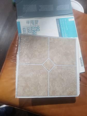 Photo Self stick Vinyl tile flooring 43 tiles - $10 (Granite Falls)