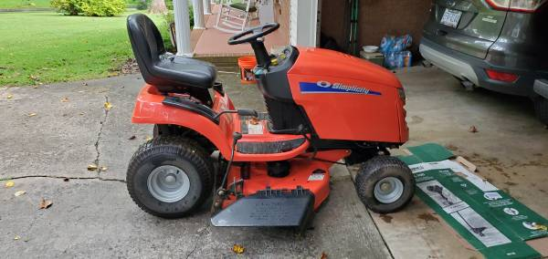 Photo Simplicity lawn mower - $650 (Statesville)