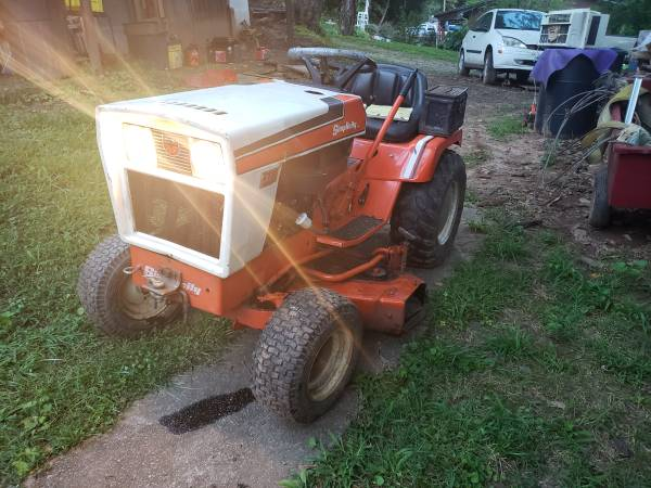 Photo Simplicity tractor - $750 (Lenoir)
