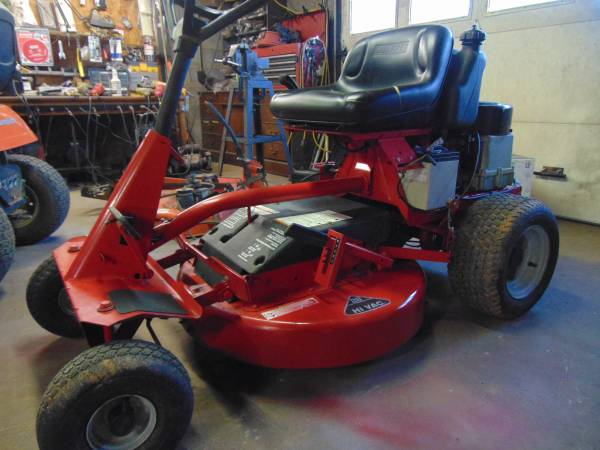 Photo Snapper rear engine riding lawn mower - $700 (conover)