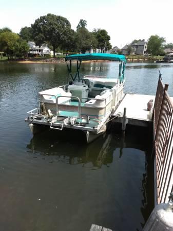 Photo Suncruiser Pontoon - $2,500 (Lake Norman)