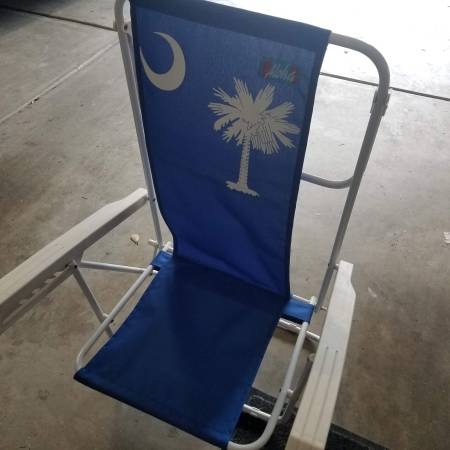 Photo Two free beach chairs but need screws to work (S Charlotte in Fort Mill)