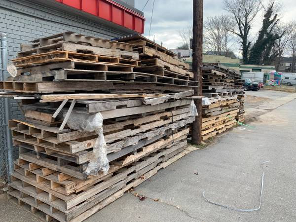Photo Wood pallets FREE FREE (Lenoir)