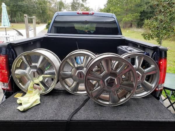 Photo 17 inch 6 lug GMC Rims - $150 (Beaufort)