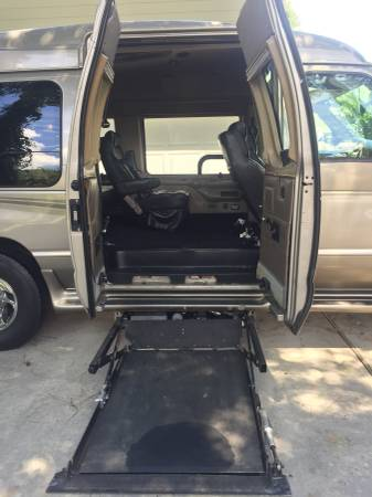 Photo 2003 Ford E-250 Power Wheelchair lift van - $8500 (Hilton Head Island)