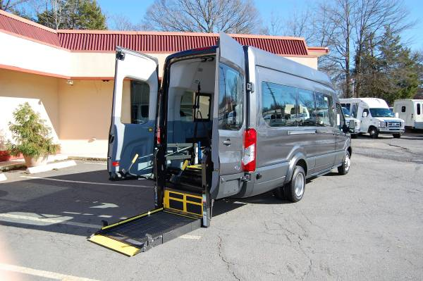 Photo HANDICAP ACCESSIBLE WHEELCHAIR LIFT EQUIPPED VAN.....UNIT 2289FHT - $45840 (Charlotte)