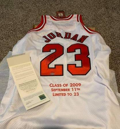 Photo Michael Jordan autograph uda Jersey - $400 (Columbus)
