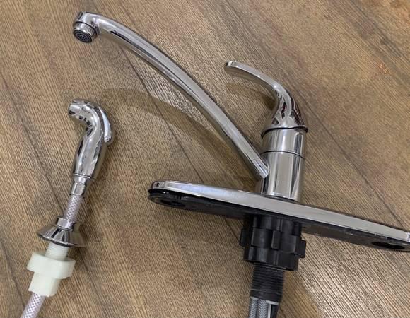 Photo Moen Adler kitchen faucet - $10 (Bluffton)