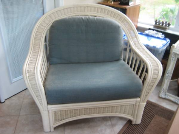 Photo Over size white wicker chair - $85 (Hilton Head island)