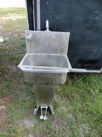 Photo Stainless Steel 19 W- Safety sink on Pedestal with back splash foot c - $50 (Walterboro)