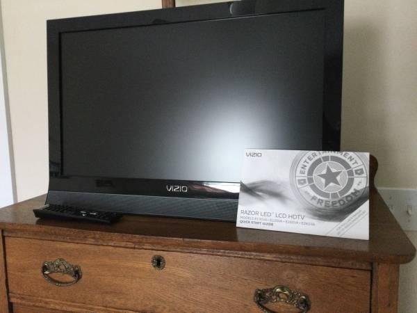 Photo VIZIO 26 flatscreen HDTV - $25 (Hilton Head Island)