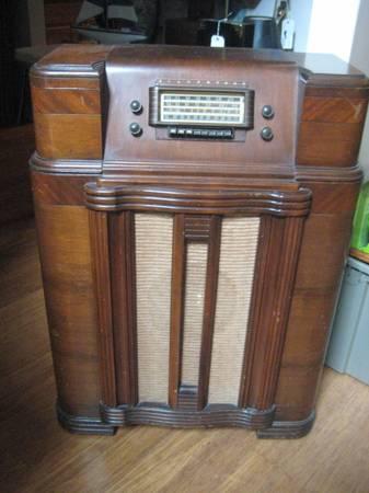 Photo Vintage Silvertone Radionet tube radio - $199 (Bluffton)