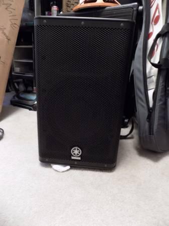 Photo Yamaha DXR-10 Power Speaker - $300 (beaufort SC)