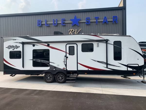 Photo 2017 STRYKER 2912 TRAVEL TRAILER TOY HAULER LOADED 7,100 LBS MUST SEE - $34,900 (HOLLAND)
