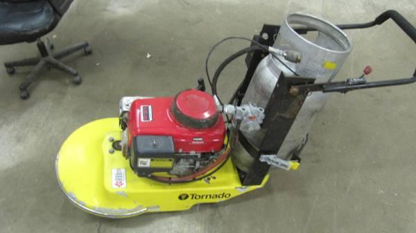 Photo 21 inch propane powered floor buffer - $275 (zeeland)