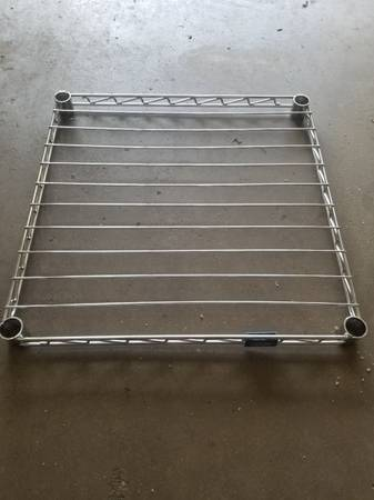 Photo 22 x 22 wire shelf - $10