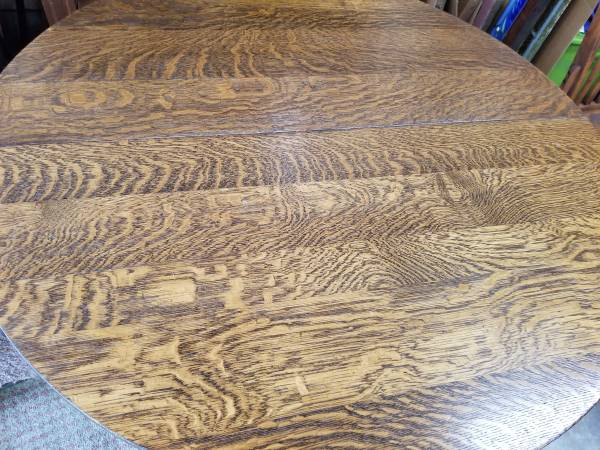 Photo Beautiful antique quarter sawn oak dining table - $200 (north Holland)