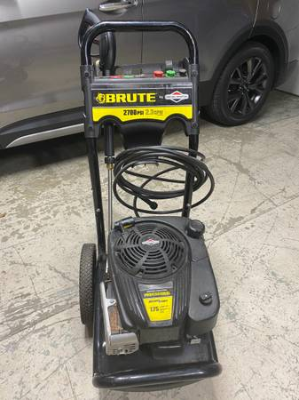 Photo Brute Pressure Washer 2700 psi Briggs and Stratton Engine As Is - $100 (Holland)