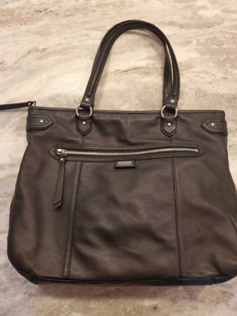 Photo COACH LEATHER TOTE (COACH F23973) - $65 (Holland)