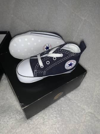 Photo CONVERSE - Toddler - C2-C4 Chuck Taylor - $20 (Holland)