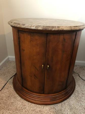 Photo Century Furniture Town and Country Barrel Table - $300 (Grand Haven)