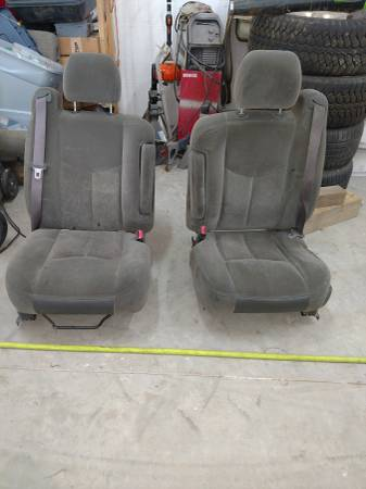 Photo Chevy Silverado seats - $120 (Pullman)