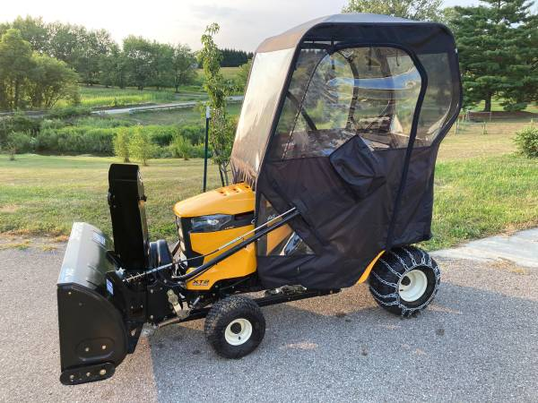 Photo Cub cadet tractor with snowblower  mower deck 3.7 hours - $4,000 (Burnips)