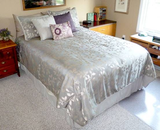 Photo Full-size Bed for sale - $75 (Zeeland)