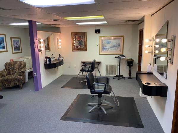 Photo Hair Salon - $17,900