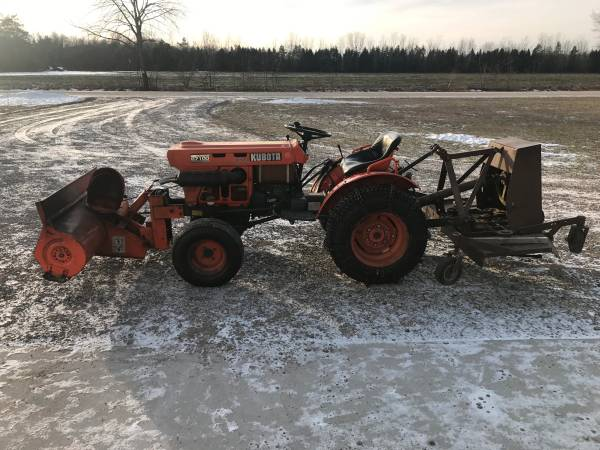 Photo Kubota B7100 - $4300 (West Olive)