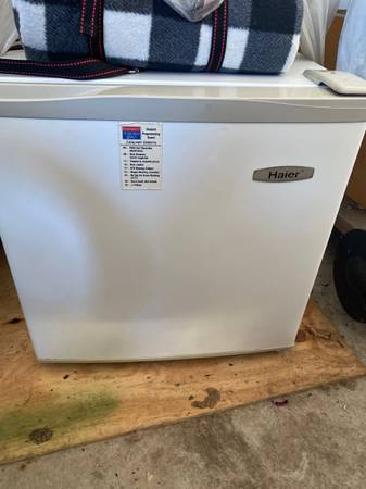 Photo Mini fridge - $50 (Holland)
