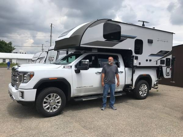 Photo REBATES ON NEW 2021 PALOMINO HS8801 34 TON SLIDE IN TRUCK CAMPERS - $221 (Grand Rapids)