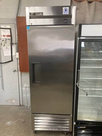 Photo Stainless Steel Commercial Refrigerator by True (Grand Rapids)