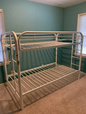 Photo White twin metal bunk bed - $60 (northside near Tunnel Park)