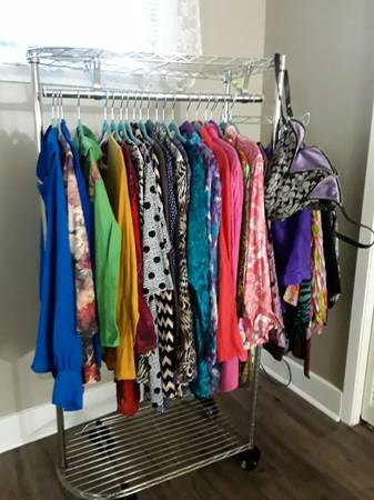 Photo 30 beautiful plus SIZE tops PLUS garment rack and purse WOW - $30 (MARRERO PLUS BONUS Coach Purse PLUS CLoTHING RACK)